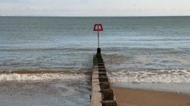 Beach groyne
