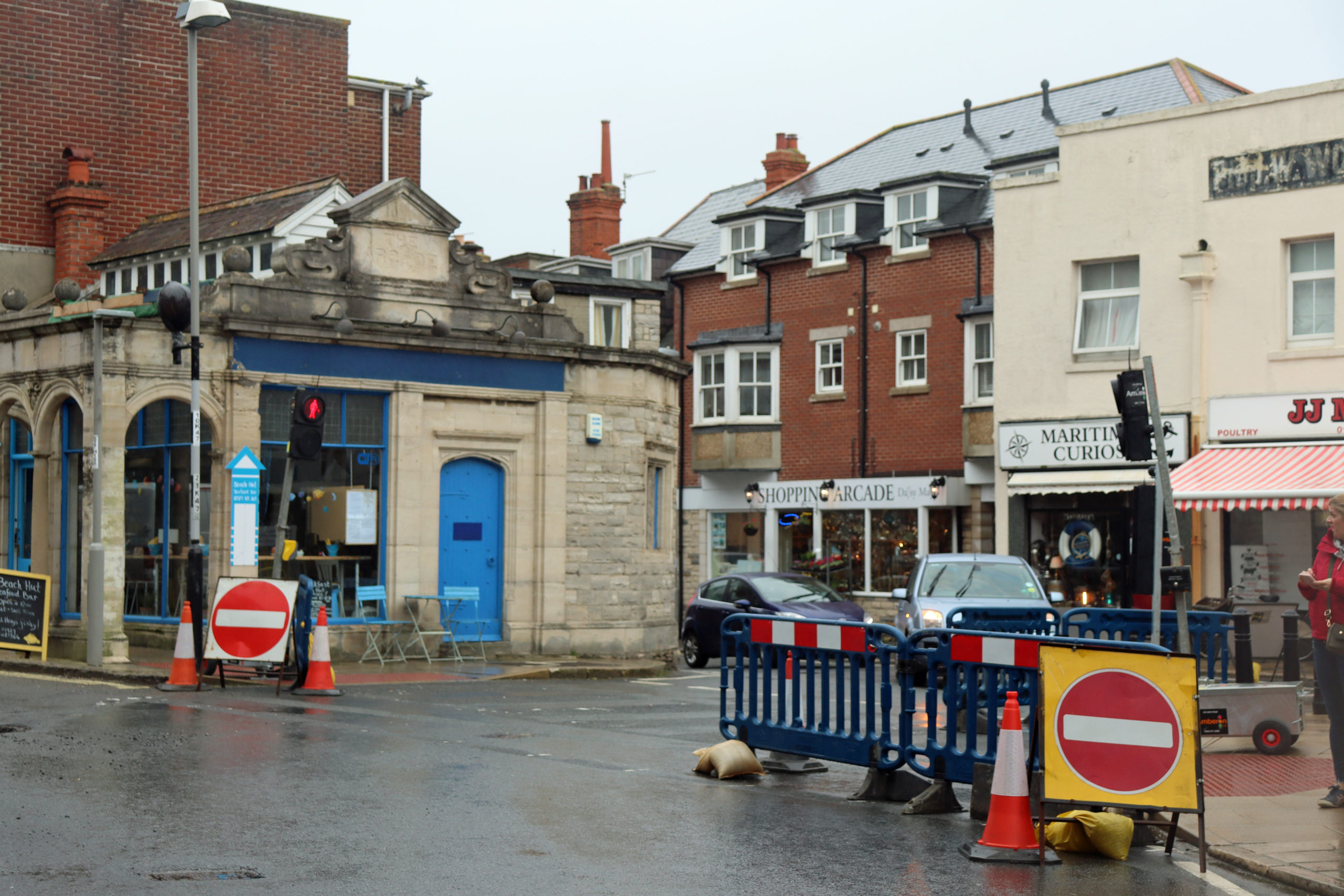 Traffic lights at roadworks in High Street