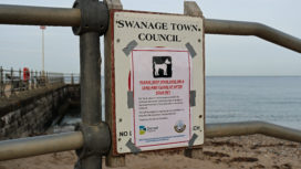 Dog notice on seafront railings