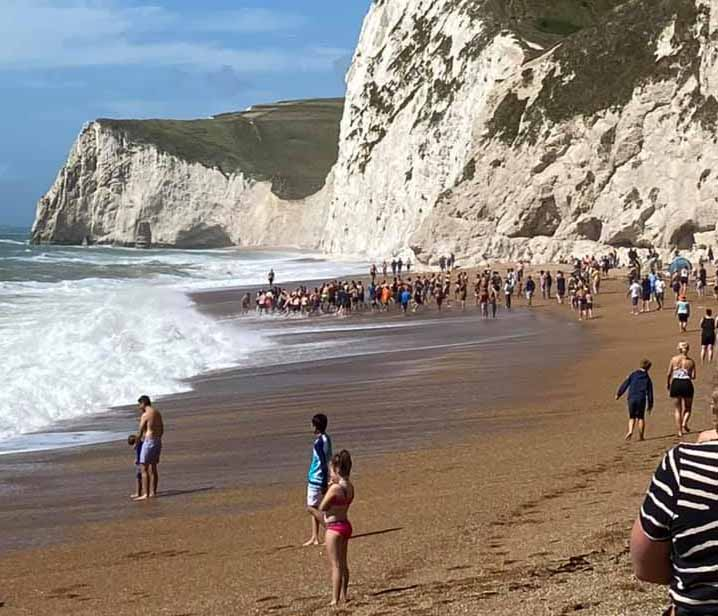 Man rescued at Durdle Door by human chain