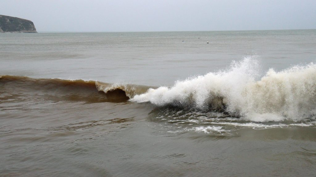 Large waves in Swanage