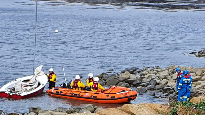 Dingy rescued by Swanage lifeboat crew and Kimmeridge Coastguard