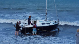 Stranded yacht sets sail