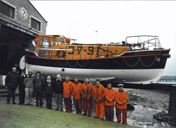Lifeboat crew alongside the RNLI J Reginal Corah