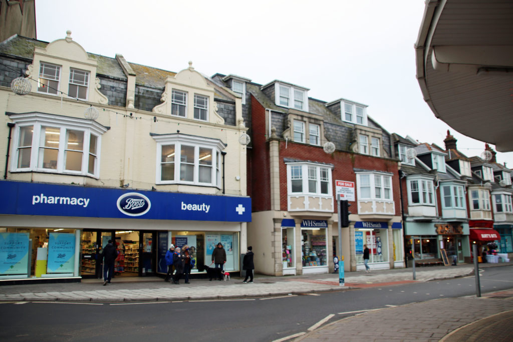 Exterior of Boots and whsmith