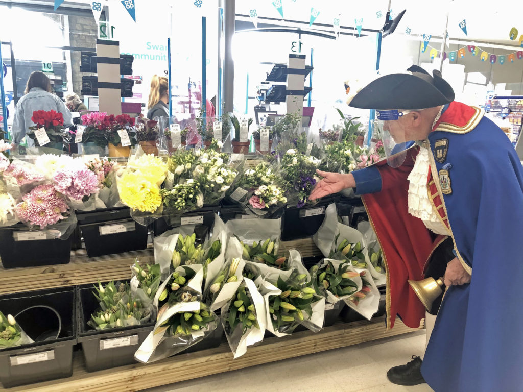 The town crier at the flower stall