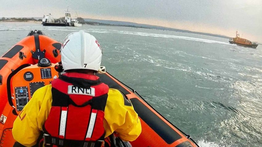 Lifeboat rescue at Sandbanks Ferry